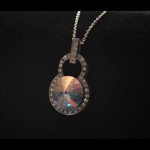 Jewelry - ✨Gorgeous swarovski crystal pendant✨